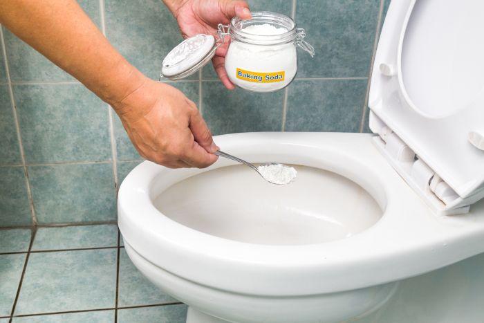 как отмыть унитаз от известкового налета содой