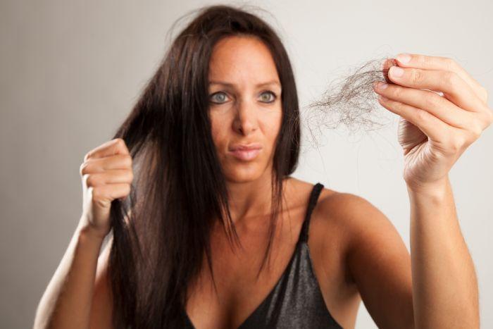 признаки выпадения волос
